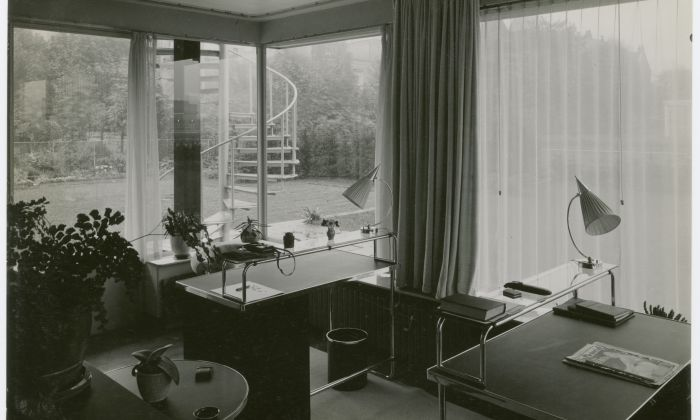 The studio. Photo: Piet Zwart. From Sonneveld House's photo album, by Jan Kamman and Piet Zwart, 1933. Collection Het Nieuwe Instituut, SONN 3030. Loan BIHS. Copyright Pictoright.