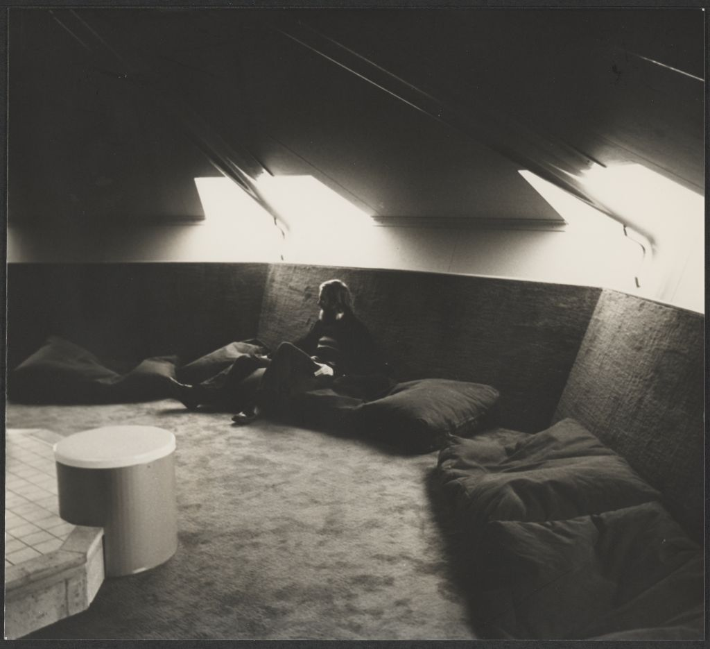 Paul Haffmans. Conversation pit in youth center Sub-Centrum Ganzenhoef, Bijlmermeer Amsterdam, c. 1977. Commissioned by Stichting Ontwikkeling Subcentra Bijlmermeer. Collection Het Nieuwe Instituut, HAFF ph73