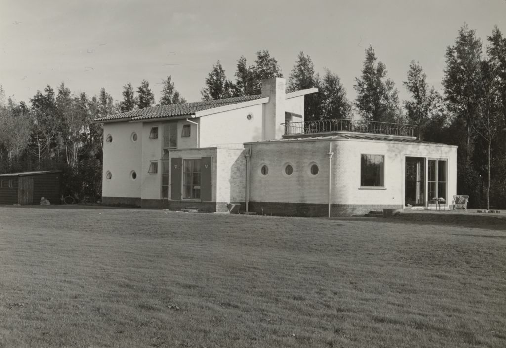 House Pieters in Rhoon. Archive J.J. van der Linden, LINX a23. Photo N. Samsom, 1948. Collection Het Nieuwe Instituut